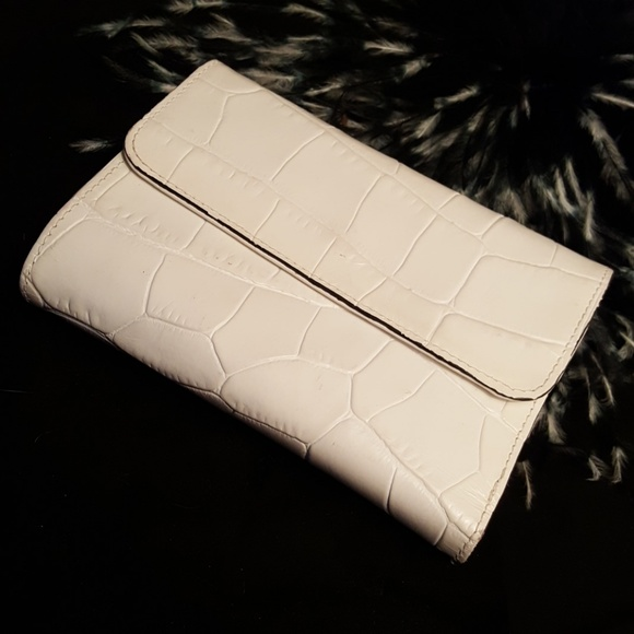 Adrienne Vittadini Handbags - Adrianne  Vittadini leather wallet.